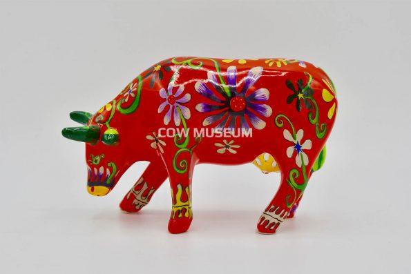 Flower Lover Cow (medium ceramic)