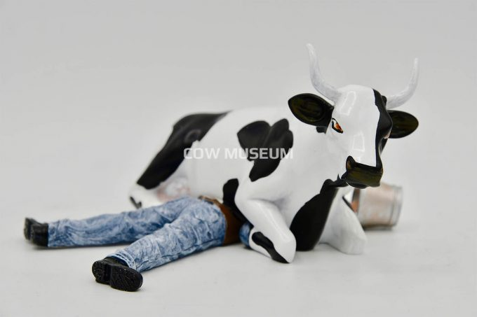 Cow Sitting on Man/ Ni Mu (medium)