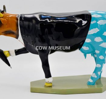 Moogritte cow (medium) Cow figurine